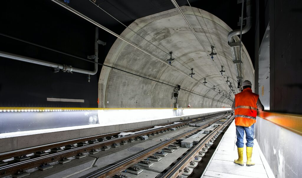 (afbeelding Omgevingscommunicatie, metrotunnel door de binnenstad)